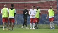 Selama PPKM Darurat Persik meliburkan pemain dari aktifitas latihan. Hanya empat pemain asing yang tetap latihan untuk menggenjot fisik mereka. (Bola.com/Gatot Susetyo)