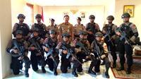 Belasan polisi penjinak bom dari Gegana Polda Metro Jaya menggeruduk ruang kerja Plt Gubernur DKI Jakarta Basuki Tjahaja Purnama atau Ahok.
