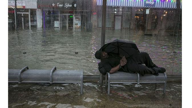 6 Foto Ini Buktikan Tidak Manusiawinya Kota Terhadap Tunawisma (sumber: Boredpanda)
