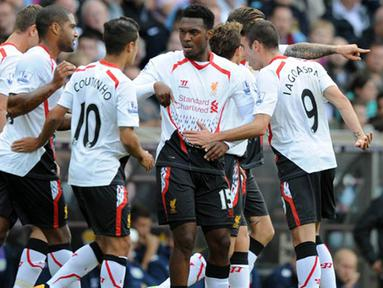 Liverpool berhasil menutup laga dengan kemenangan 0 - 1 atas tuan rumah, Aston Villa pada pertandingan Liga Inggris antara Aston Villa melawan Liverpool di Stadion Villa Park , Birmingham Sabtu 24 Agustus 2013. (AFP/Olly Greenwood)