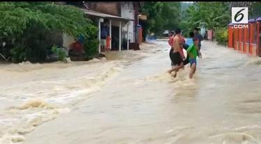 Banjir melanda kecamatan Puring, Kebumen. Ratusan rumah terendam air, akibatnya ratusan warga dievakuasi ke tempat yang aman.