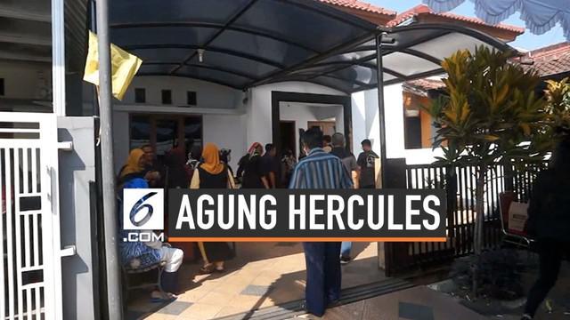 Pelayat berdatangan ke kediaman Agung Hercules. Rencananya jenazah almarhum akan dimakamkan di TPU Cikutra usai salat Jumat.