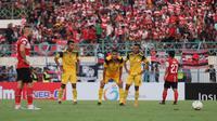 Momen penalti Madura United saat menjamu Barito Putera di Stadion Gelora Bangkalan, Bangkalan (14/9/2019). (Bola.com/Aditya Wany)