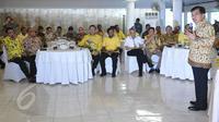 Wapres Jusuf Kalla (kanan) memberi kata sambutan saat islah terbatas Partai Golkar di Jakarta, Sabtu (30/5). Partai Golkar resmi melakukan islah untuk memastikan keikutsertaan dalam pemilihan kepala daerah (Pilkada) serentak.  (Liputan6.com/Johan Tallo)