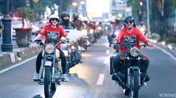 Gowes naik sepeda Brompton dan sepeda balap mewah menjadi salah satu aktivitas Wika Salim mengisi waktu luang bersama teman-temannya. Momen seperti ini pun ia unggah dalam media sosial yang membuat penggemarnya terpesona. (Liputan6.com/IG/@wikasalim)