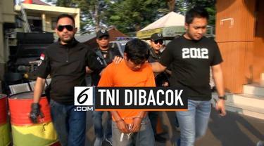Akibat tak terima ditegur, seorang pria nekat bacok Ketua RT yang juga merupakan anggota TNI di Cengkareng, Jakarta.