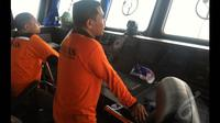 TNI Basarnas tengah melakukan pemantauan dalam upaya pencarian pesawat AirAsia di perairan sekitar Belitung Timur, Senin (29/12/2014). (Liputan6.com/Putu Merta Surya Putra)