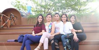 Girls Squad, bukan nama sebuah Girl Band ataupun grup musik melainkan sekumpulan selebriti dan sosialita. Mereka adalah Jessica Iskandar, Marshanda, Chacha Frederica, Nia Ramadhani, Dr. Irene, Karenina Sunny, dan lainnya. (Adrian Putra/Bintang.com)