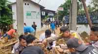 Banjir bandang dan longsor menerjang Lebak, Banten. (Foto: Liputan6.com/Yandhi Deslatama)