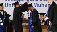 Pengukuhan Profesor Sisunandar dilakukan di tengah kebun kepala kopyor, UMP, Banyumas, Jawa Tengah. (Foto: Liputan6.com/UMP/Muhamad Ridlo)