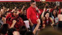 Sekjen Hasto Kristanto saat berdialog dengan elemen muda di DPP PDIP, Jakarta, Senin (7/1). Megawati bercerita tentang pengalaman hidup sebagai Ketum Partai dan Sebagai anak sosok seorang Proklamator Ir. Soekarno. (Liputan6.com/Johan Tallo)