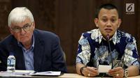 Sekretaris Jenderal PKB Abdul Kadir Karding (kanan) bersama Pembina Friedrich Naumann Stiftung (FNS) Jerman, Jurgen Morlok memberikan keterangan pers di Jakarta, Selasa (31/10). (Liputan6.com/Johan Tallo)