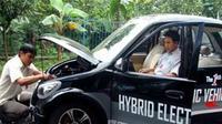 """Prototype mobil hybrid yang diberi nama """"The 1st Hybrid Electric Vehicle"""" hasil karya LIPI.Mobil ini mampu melaju dengan kecepatan 70-80 km/jam. (Antara)"""
