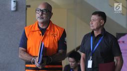 Alexander Muskitta usai menjalani pemeriksaan lanjutan di Gedung KPK, Jakarta, Selasa (21/5/2019). Alexander diperiksa terkait  suap dari kedua perusahaan yang ditunjuk sebagai penggarap dua proyek di Krakatau Steel dengan total nilai Rp 24 miliar dan Rp 2,4 miliar. (merdeka.com/Dwi Narwoko)