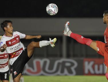 Foto: Belum Cicipi Kemenangan di BRI Liga 1 2021 / 2022, Madura United dan PSM Makassar Bermain Imbang
