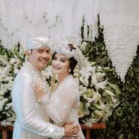Pernikahan Tiwi Eks T2. (dok. Instagram @theexomoto/https://www.instagram.com/p/B85IQNQgIuy//Adhita Diansyavira)