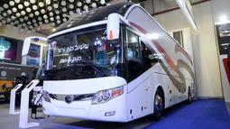 Bus buatan Yutong China, salah satu produsen bus terkemuka di dunia, terlihat dalapm Forum dan Pameran Logistik dan Transportasi Pintar untuk Timur Tengah dan Afrika di Kairo, Mesir, 23 November 2020. Pameran ini diadakan pada 22-25 November 2020. (Xinhua/Mohamed Asad)