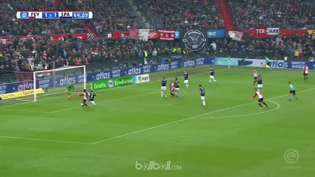 Feyenoord memperpanjang tren kemenangan menjadi 9 laga di seluruh kompetisi usai membungkam Sparta Rotterdam dengan skor 3-1. Juar...