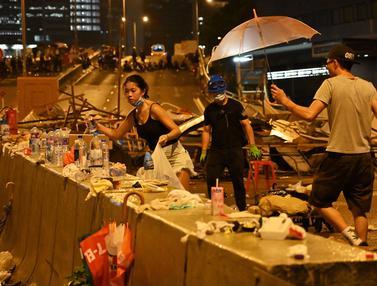 Bersih-Bersih Sampah Usai Demo RUU Ekstradisi  di Hong Kong