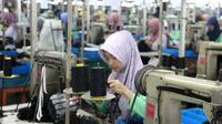 Banyaknya pabrik yang mempekerjakan perempuan menciptakan fenomena baru, Pamong Praja. (Foto: Liputan6.com/Dinhubkominfo PBG/Muhamad Ridlo)