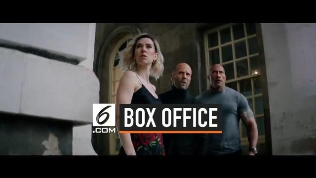 Film Hobbs & Shaw berhasil menduduki puncak box office dan meraup penghasilan sebesar USD 180 juta di seluruh dunia. Film ini mampu menggeser posisi The Lion King.