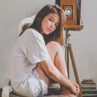 ilustrasi perempuan sendirian/Photo by Claud Lina from Pexels