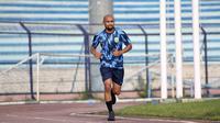 Alfonsius Kelvan memperkuat Persela Lamongan pada Liga 1 2020. (Bola.com/Aditya Wany)