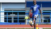 Bek Persib Bandung, Victor Igbonefo. (Bola.com/Muhammad Ginanjar)