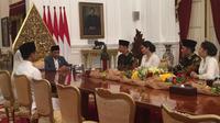 Kogasma Partai Demokrat Agus Harimurti Yudhoyono (AHY) bersama adik dan istrinya silaturahmi dengan Presiden Jokowi di Istana, Jakarta, Rabu (6/5/2019). (Merdeka.com/ Intan Umbari Prihatin)
