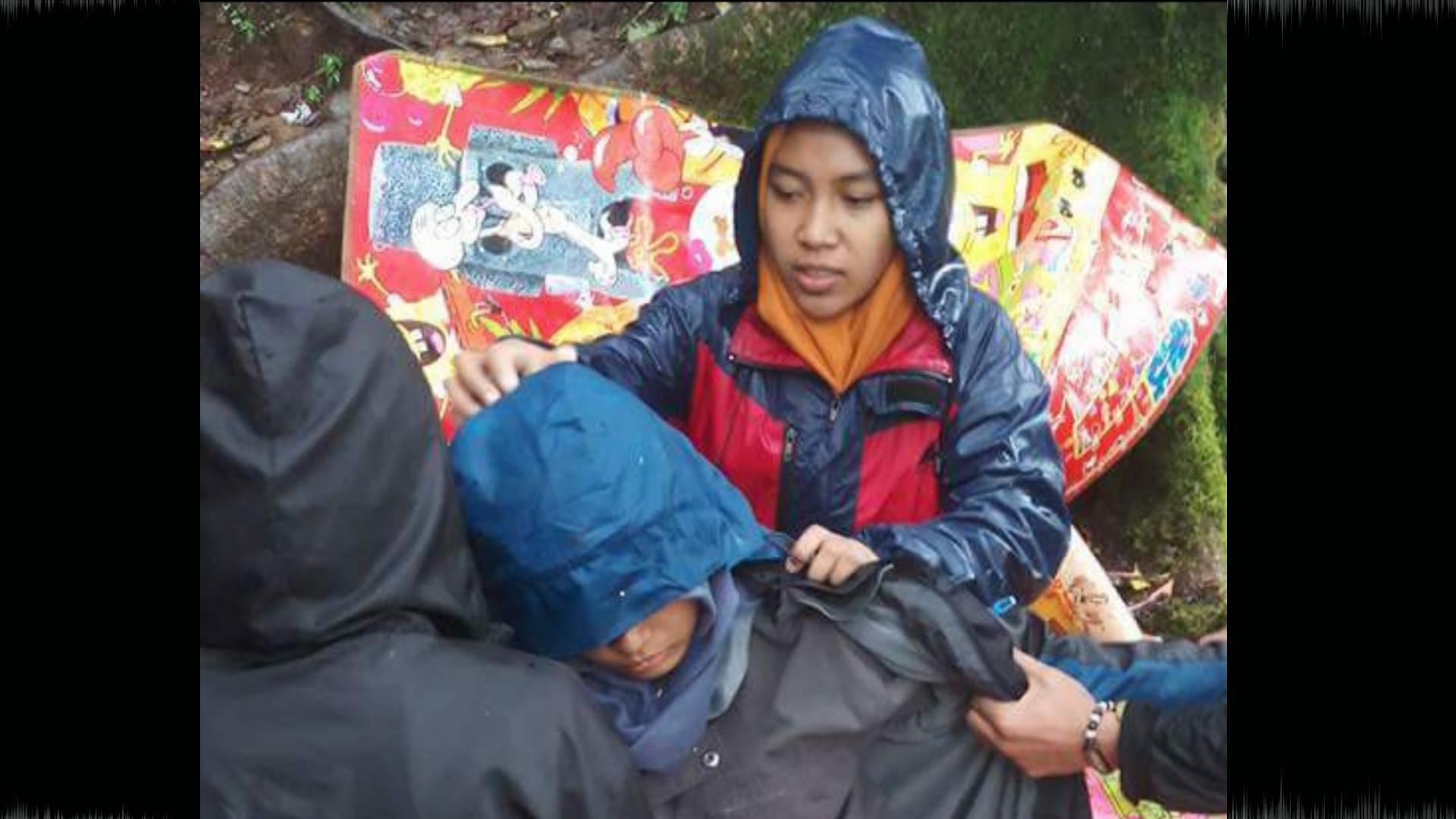 Seorang pendaki perempuan menderita hipotermia karwna ditinggal rombongannya di Pos 8 gunung Bawakaraeng (Istimewa/Liputan6.com)