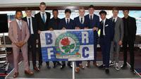 Joseph Simatupang Ferguson dan sembilan pemain lainnya menandatangani kontrak beasiswa berdurasi 2 tahun untuk memperkuat Blackburn Rovers U-18. (dok. Blackburn Rovers)