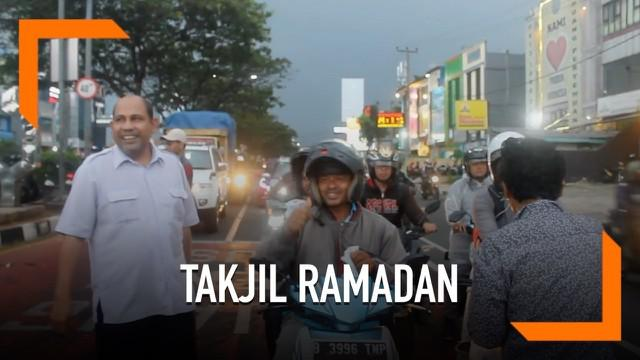 Forum Komunikasi dan Kerjasama Umat Kristiani Kota (FKKUKD) membagikan Takjil Ramadan di Jalan Margonda Raya Kota Depok.  Kegiatan ini sebagi salah satu cara meningkatkan kerukunan antar umat beragama di Kota Depok.