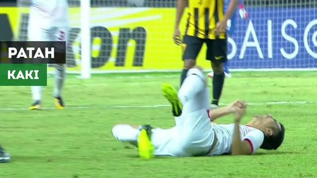 Berita video momen bek Malaysia, Nabil Hakim, melakukan tekel kepada gelandang Tajikistan, Fuzaylov Ziyovuddin, hingga kakinya patah pada laga Grup D Piala AFC U-19 2018, Selasa (23/10/2018).
