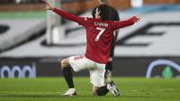Selebrasi bomber Manchester United, Edinson Cavani, setelah mencetak gol ke gawang Fulham pada lanjutan Premier League di Craven Cottage, Kamis (21/1/2021) dini hari WIB. (AP/Clive Rose).