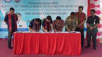 Penandatanganan Nota Kesepahaman (MoU) penerapan Kurikulum Teknik dan Bisnis Sepeda Motor (TBSM) Astra Honda antara AHM dengan SMKN 3 Tanjung Selor, Kalimantan Utara. (Septian/Liputan6.com)