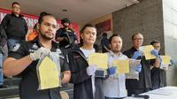 Pelaku pencurian dengan kekerasan terhadap pemilik SPBU di Kebayoran Baru, Jakarta Selatan, berhasil diringkus polisi kurang dari 24 jam setelah beraksi