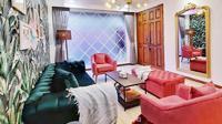 Penampakan ruang tamu rumah Marshanda yang warna-warni (dok.Instagram/@marshanda99/https://www.instagram.com/p/B_4avmRHSWd/Komarudin)