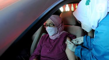 FOTO: Proses Vaksinasi COVID-19 Secara Drive Thru di Kota Bogor