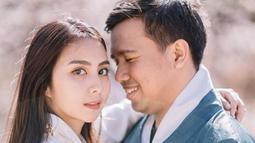 Salah satu potret liburan Jojo dan Clairine di Korea Selatan nih!  Bagi yang jomblo, harap bersabar ya! (Liputan6.com/IG/clairineclay)