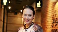 Bulan Ramadan ini juga dimanfaatkan untuk berjalan-jalan bersama kedua anaknya dari pernikahannya dengan Katon Bagaskara, yang berakhir empat tahun silam. (Adrian Putra/Bintang.com)