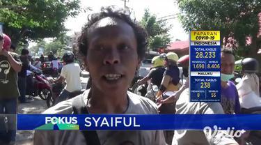Sebuah truk bernomor polisi BE 9259 CB menghantam bagian depan Hotel Mahkota Plengkung di Jalan Yos Sudarso, Kelurahan Klatak, Kecamatan Kalipuro, Banyuwangi, Jawa Timur, Rabu (3/5). Kejadian tersebut terjadi diduga karena sopir kendaraan lupa menari...