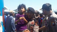 Anak korban gempa Palu yang berhasil dievakuasi menuju kota Makassar (Liputan6.com/ Eka Hakim)