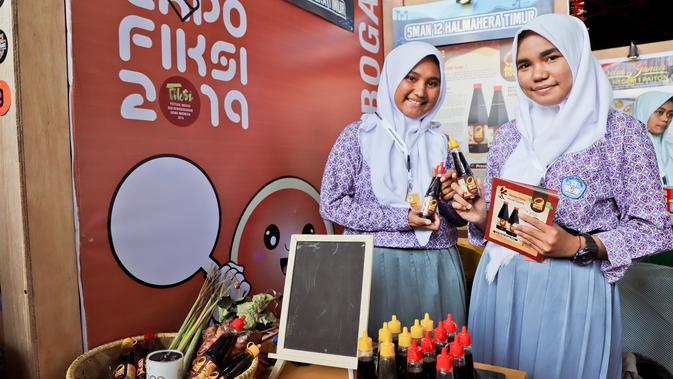 Kelompok kewirausahaan siswa dari Maluku Utara yang lolos ke babak final, yaitu usaha rintisan Kecap Kelapa yang diinisiasi oleh Fadila Lamasrin dan Samina Salasa.