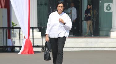 Menteri Keuangan pada Kabinet Kerja Jilid I Sri Mulyani tiba di Istana Negara, Jakarta, Selasa (22/10/2019). Sri Mulyani datang memenuhi panggilan Presiden Joko Widodo terkait penetapan Calon Menteri Kabinet Kerja Jilid 2. (Liputan6.com/Angga Yuniar)