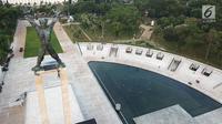 """Pemandangan revitalisasi Monumen Pembebasan Irian Barat dari ketinggian di Lapangan Banteng, Jakarta Rabu, (11/4). Revitalisasi ini meliputi pembangunan kolam air mancur, tribun tempat duduk seperti """"amphitheater"""". (Liputan6.com/Fery Pradolo)"""