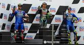 Pembalap Petronas Yamaha, Franco Morbidelli, bersama Alex Rins dan Joan Mir, melakukan selebrasi di atas podium usai balapan MotoGP Teruel, Minggu (25/10/2020). Morbidelli berhasil finis pertama dengan catatan waktu 41 menit 47,652 detik. (AP/Jose Breton)