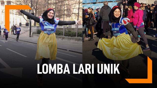 Wanita Hijaber Ini Ikuti Lomba Lari Pakai Kostum Unik