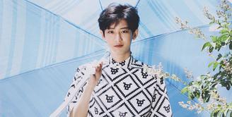 Chanyeol EXO kerap mendapat tawaran sebagai model untuk brand pakaian. Lantaran idol kelahiran 27 November 1992 pounya tinggi 185 cm. (Foto: Soompi.com)