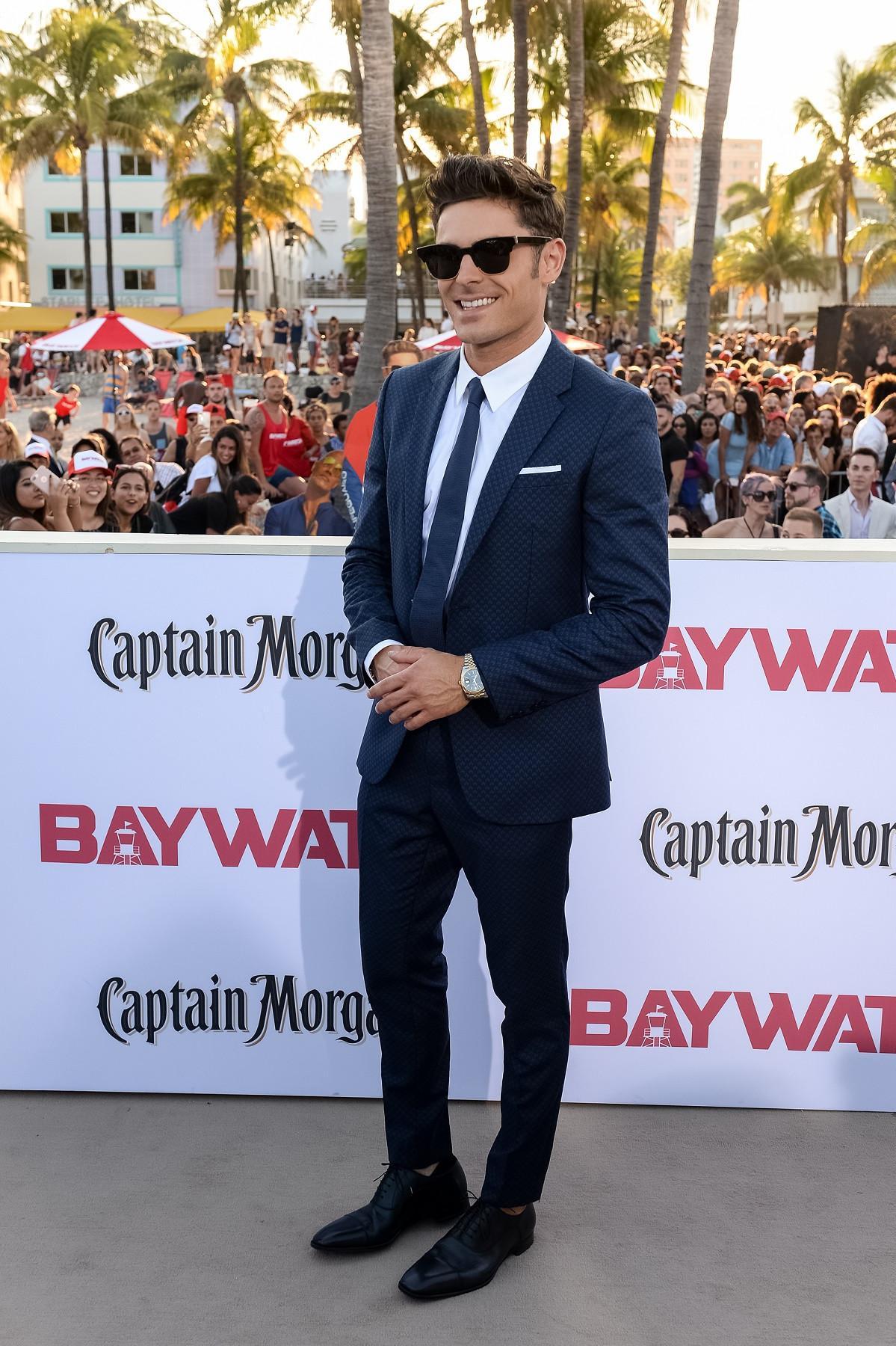 Dalam balutan jas HUGO BOSS, Zac Efron tampil memukau saat peluncuran film Baywatch beberapa waktu lalu di Miami, Florida. (Foto dok: Hugo Boss)