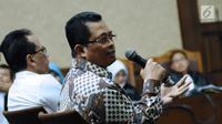 Wakil Ketua MPR dari Partai Golkar, Mahyudin saat menjadi saksi pada sidang lanjutan dugaan korupsi proyek e-KTP dengan terdakwa Setya Novanto di Pengadilan Tipikor, Jakarta, Kamis (15/3). Mahyudin saksi yang meringankan. (Liputan6.com/Helmi Fithriansyah)
